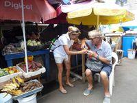 Apéro sur le marché de Grenade à St georges.