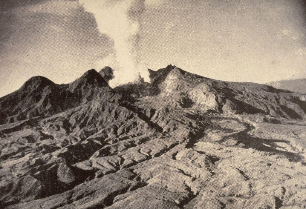 Mt. Lamington - the dome of the volcano on 02.08.1951 - photo Tony Taylor, 1951 (Australia Bureau of Mineral Resources). GVP-00489