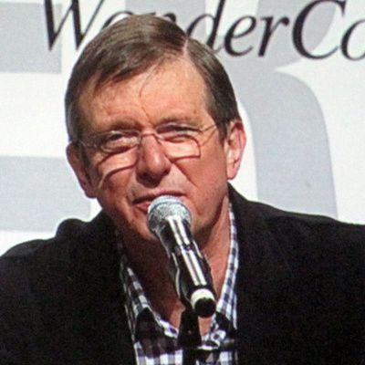 Mike Newell : biographie