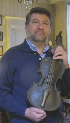 Photo violon des tranchées http://www.bienpublic.com/edition-dijon-ville/2016/01/08/paroles-et-chansons-de-poilus
