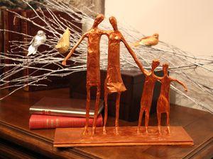"""© eMmA MessanA Les Collages d'eMmA MessanA, sculptures en papier mâché, pièces uniques. """"Quatuor"""", """"La solitaire"""", """"Hymne à l'enfant"""", """"Histoire d'écorce"""", """"Entrée dans la ronde"""", """"La dernière"""", """"Lysianne"""""""