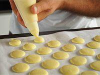Macarons ganache chocolat et caramel beurre salé