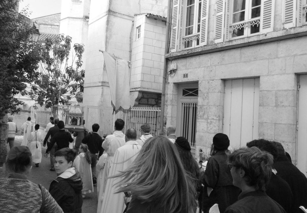 Enfin après un périple chantant et pieux, sous haute sécurité et surtout une météo clémente, la procession va faire une entrée triomphale pour celui qui fut rejeté de Médiolanum Saontonum et qui y revint pour subir le martyre.
