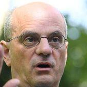 """Tenue """" républicaine """" à l'école : la proposition de Jean-Michel Blanquer divise"""