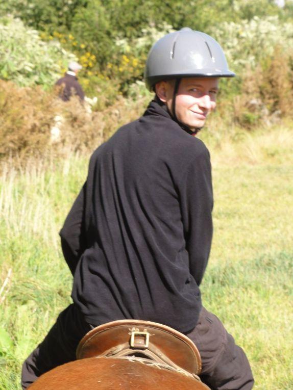 Retour à Bourg-Murat cetet fois pour un petit WE en amoureux histoire de fêter nos 1 an ensemble... d'où la balade à cheval qui nous a rappelé des souvenirs ;-)