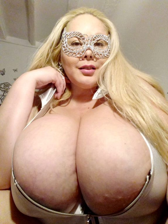 Busty BBW Adena la plus gros poitrine naturel de France 140N réel . Big Tits, Big Boobs,,Breast,Bouncing,Busty,Large Melons,Beauty,Huge tits,BBw,Chubby,Big Natural tits,Huge breast,Tease,Titty play,Squeezing Boobs,Nipple play,Sucking Nipples,,Gorgeous,Young girl with boobs,Toys