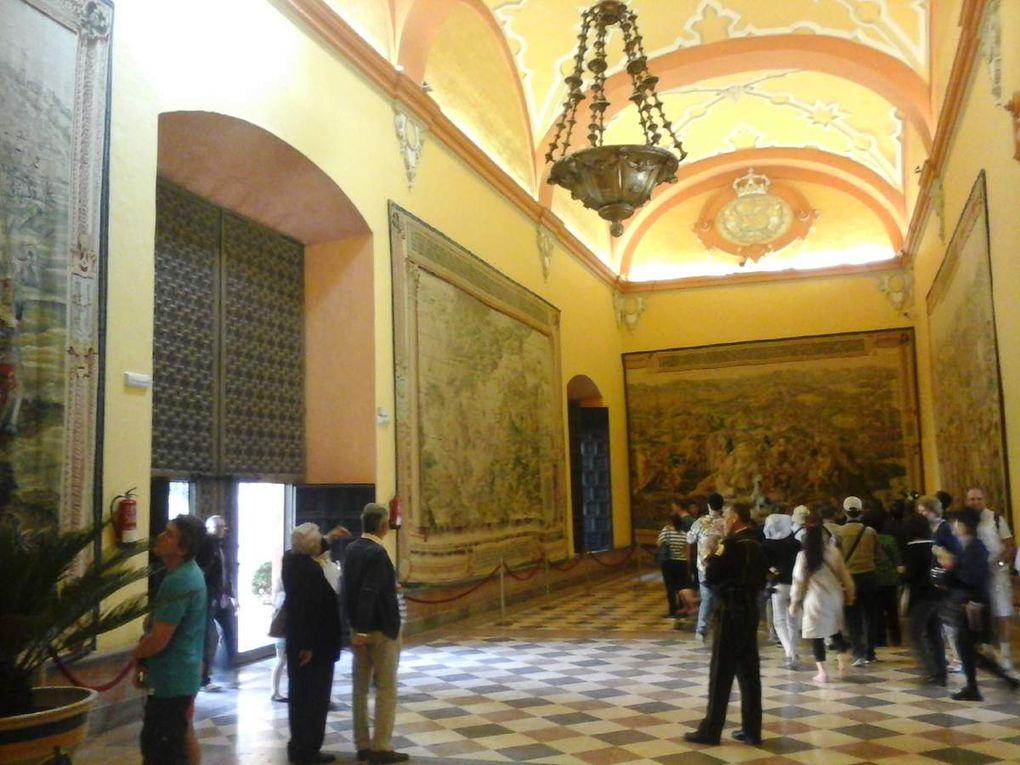 Sur les photos vue de Séville , puis cathédrale Dernière photo le mausolé de Christophe Colomb