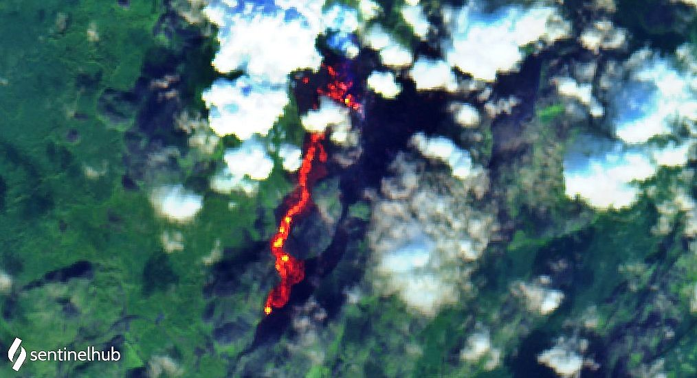 Fagradalsfjall - thermal anomalies at 19.09.2021 (flow in Geldingadalur and Natthaga) the lava field can be seen to the right of the flows (in black) - - image Sentinel-2 bands 12,11,4 - one click to enlarge