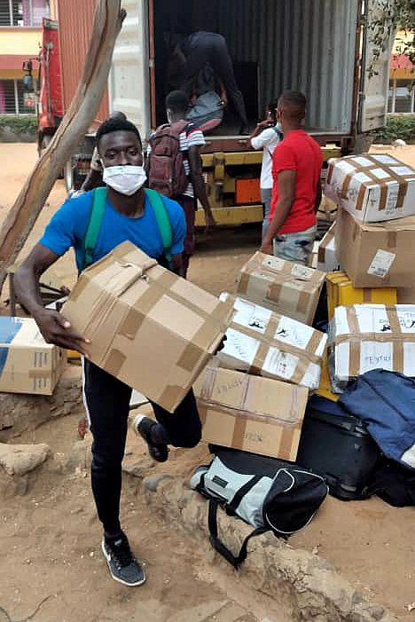Arrivée du container handteranga a Dakar