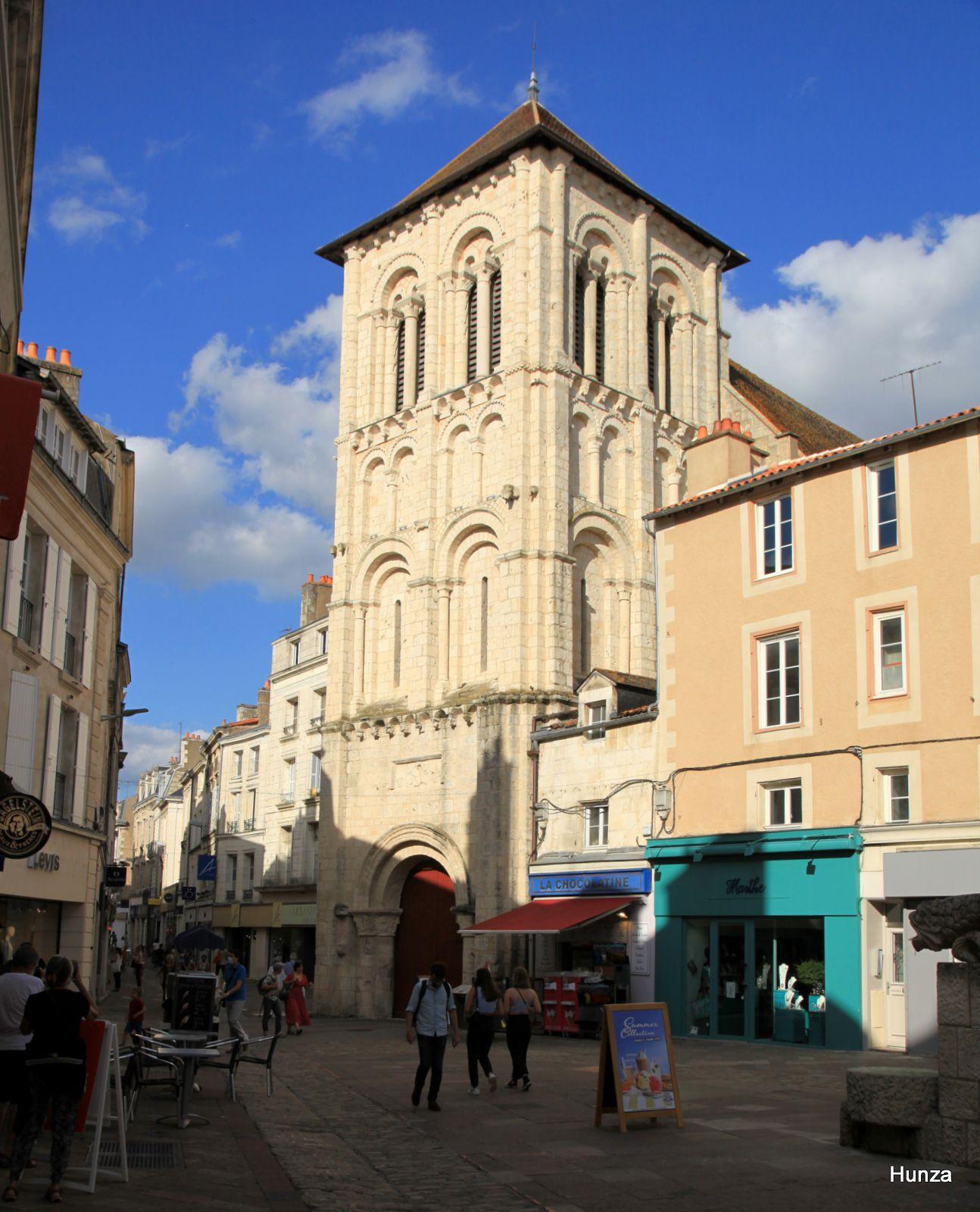 Poitiers, tour porche de l'église Saint-Porchaire