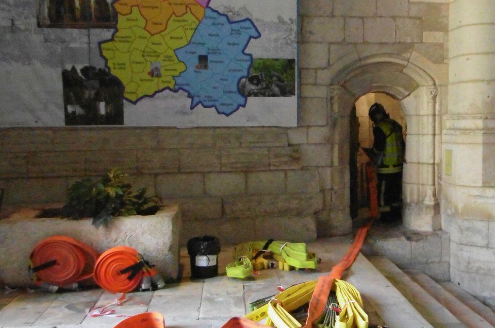 L'instalation de colonne sèche serait la meilleure solution. Cette installation aurait sauvé Notre Dame de Paris. Dont acte.