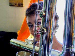 Dominique bouzon, une grande flûtiste free-jazz qui nous quittait en 2012 et nous faisait entrevoir la dimension de ses flûtes