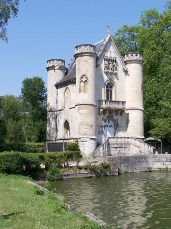 Belle randonnée en forêt de Chantilly - Vue sur le château de la Reine Blanche et étangs de Comelle vers Coye-la Forêt..
