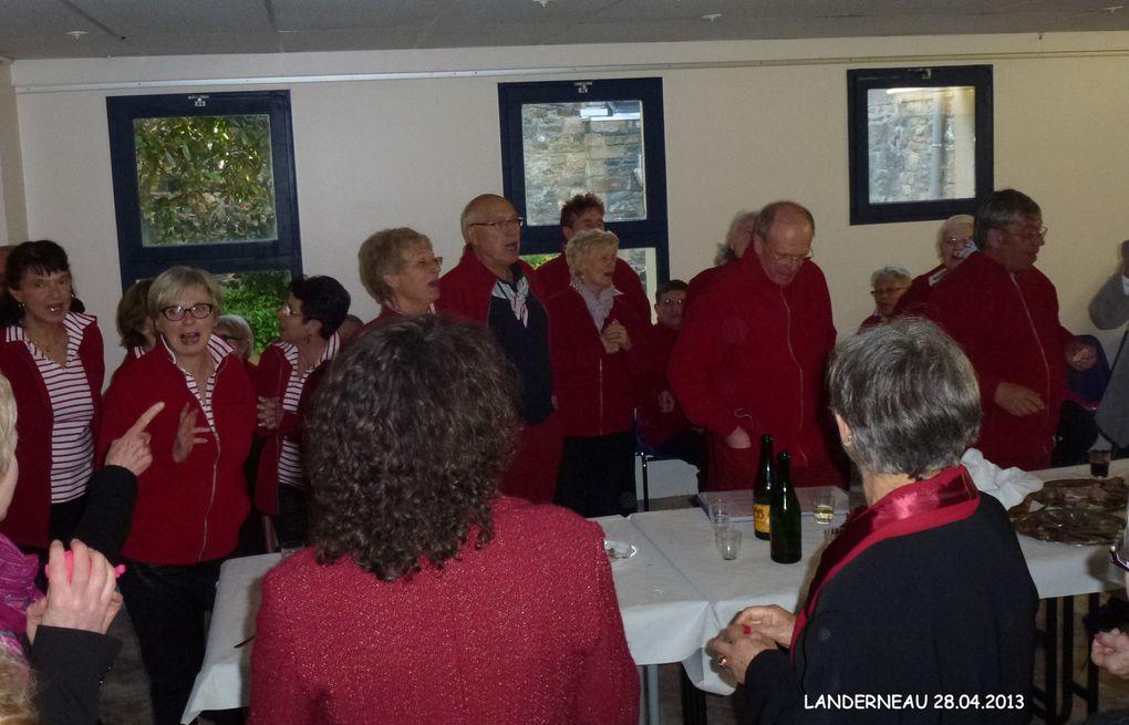 concert par les chorales : les voix du van et la côte des légendes en l'église St Thomas de Landerneau.