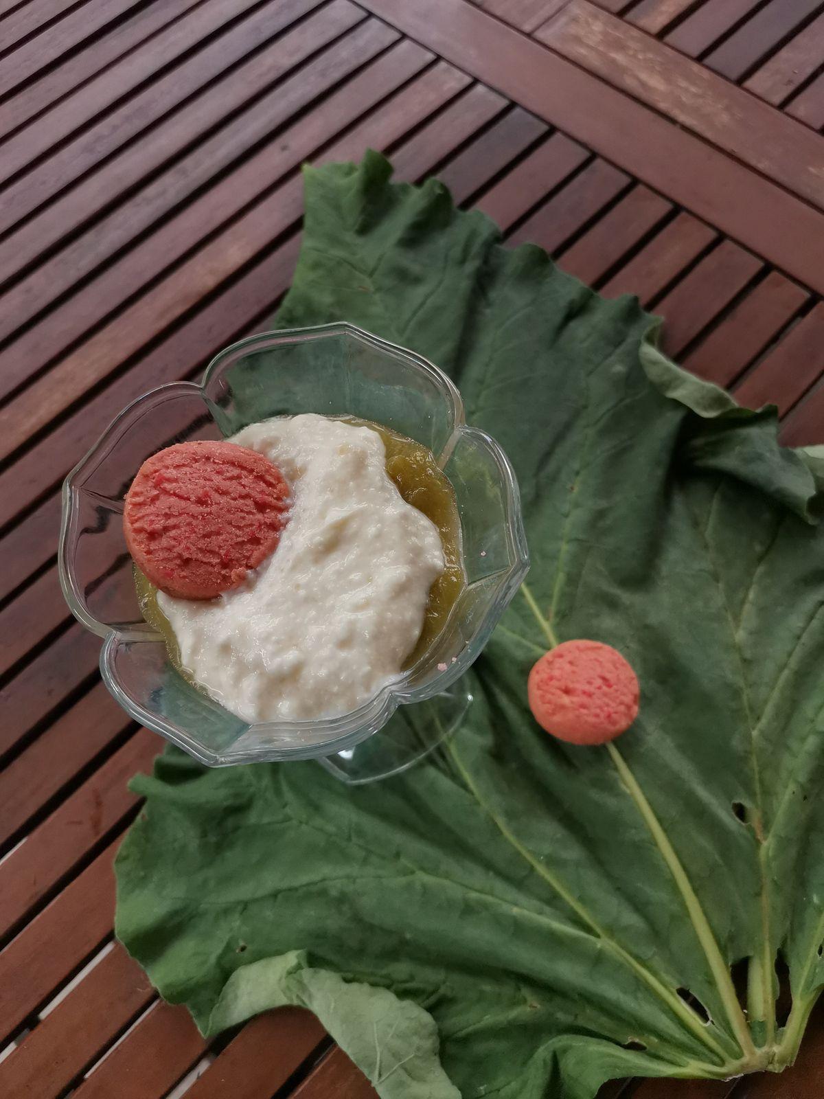 verrines de compotée de rhubarbe au fromage blanc