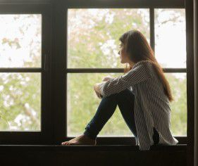 La solitude forcée entraîne des détresses émotionnelles