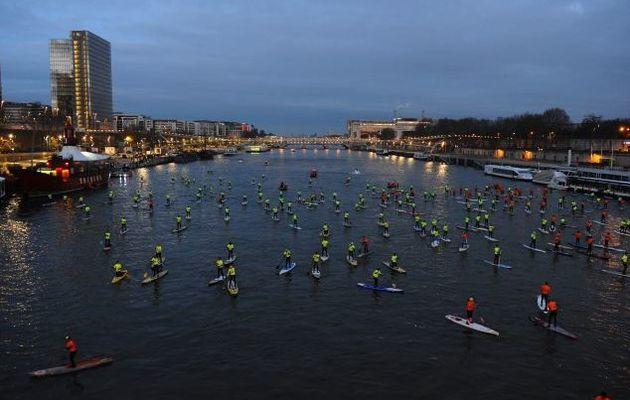 Nautic 2012 - Stand Up Paddle sur Seine, ce matin à Paris