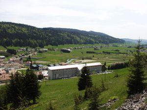 """Avant de quitter """"La grange rouge"""" ; """"Le Val d'Orbe"""" et vue sur Bois-d'Amont."""