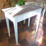 Table de cuisine ancienne transformée en élégante de salon !