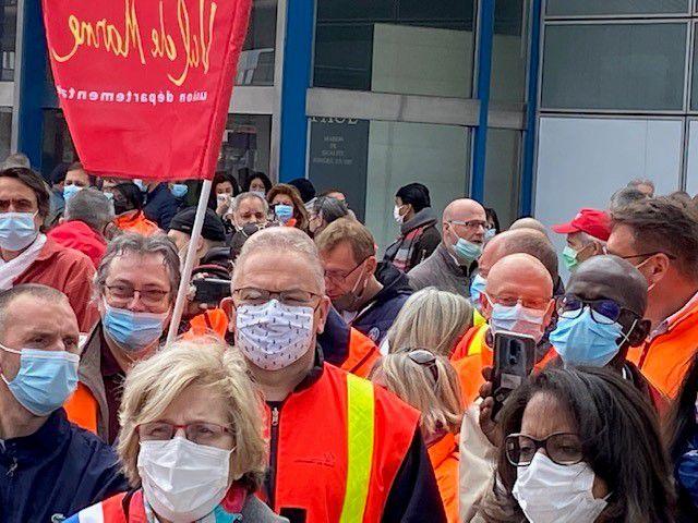 Interventions des syndicalistes et des politiques
