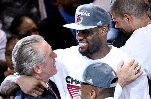 Pat Riley écope d'une amende de 25 000 dollars pour ses propos au sujet de LeBron James