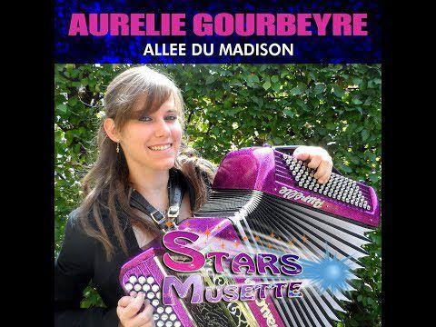 aurélie Gourbeyre, une grande et jeune accordéoniste française née à Ambert et qui multiplie les apparitions