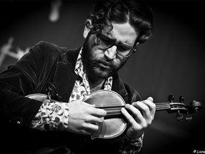 théo ceccaldi, il joue du violon avec une maestria qui renouvelle ce dont on croyait capable l'instrument