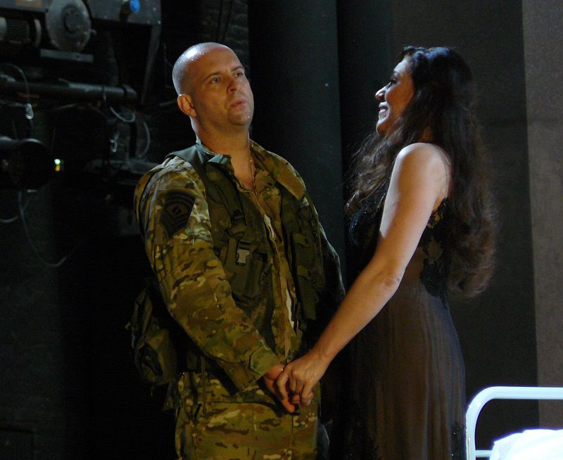 Scott Hendricks (Macbeth) et Iano Tamar (LadyMacbeth)