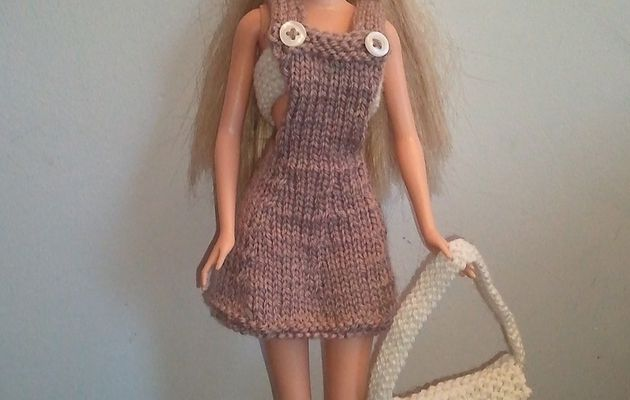 Tricoter une robe salopette pour Barbie