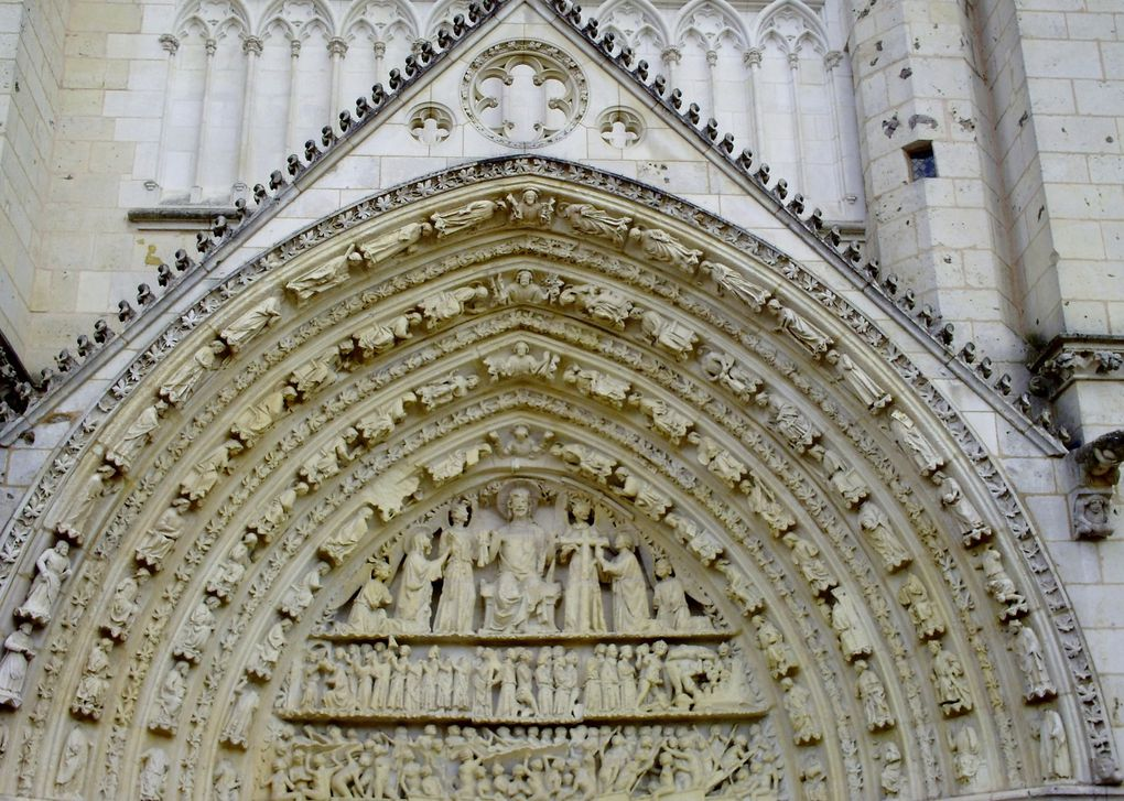 DIAPORAMA 15 PHOTOS - IMPRESSIONANTE CATHEDRALE