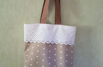 UN TOTE BAG ENSEMBLE (1)