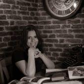 Portrait du jour : la sublime Angélina Delcroix entraîne ses lecteurs aux limites de la folie - Le blog de Philippe Poisson