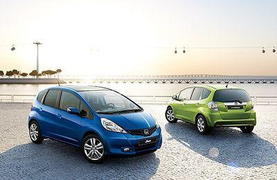La Honda Jazz Hybrid, première citadine hybride essence-électrique, confirme son succès commercial