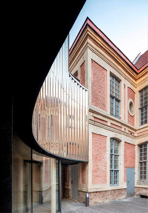 """La Villa Village, une résidence où vivent ensemble jeunes, vieux, et """"cabossés de la vie"""" à Lille"""