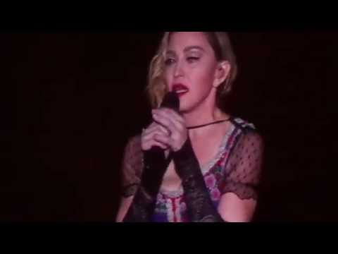 En concert, Madonna a fait observer une minute de silence pour les victimes des attentats de Paris