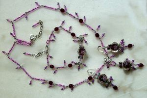 Rose très Mière mais pas trop - Parure collier, boucles d'oreille et bracelet en cristal et rocaille style boho chic