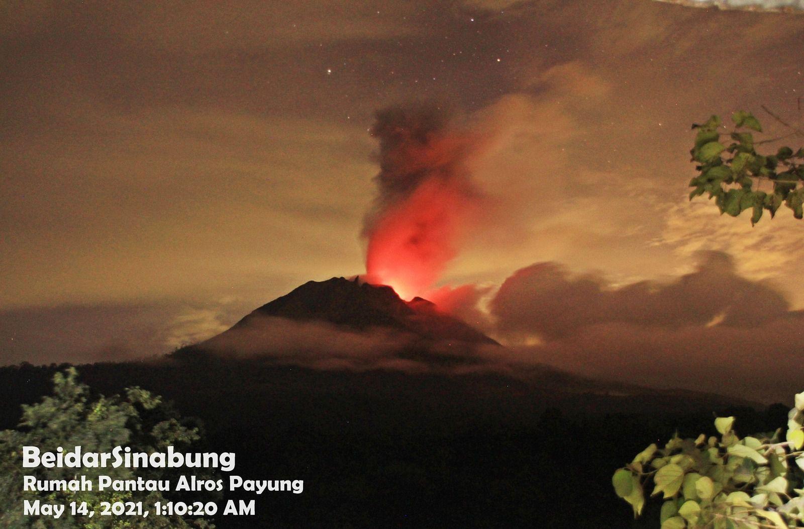 Sinabung - l'activité se poursuit ce 14.05.2021 / 01h10 - photo Beidar Sinabung