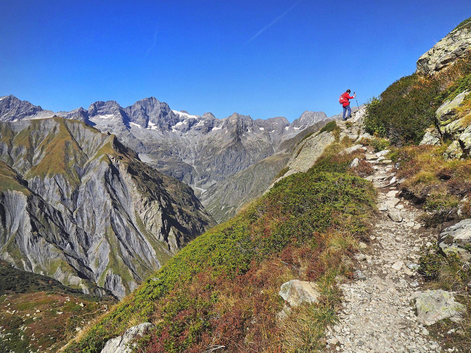 Le chemin est bien tracé quand il ne passe pas dans des amas de rochers, assez fréquents sur le parcours.