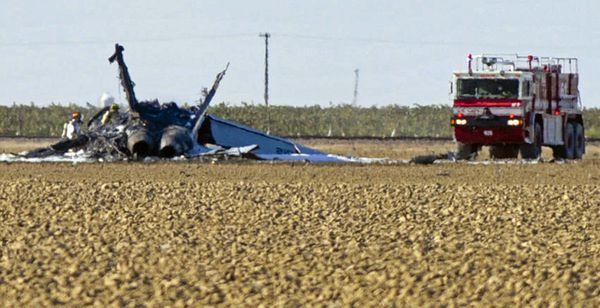 Photo : (c) Associated Press - L'épave du F/A-18F Super Hornet après le crash de l'appareil.