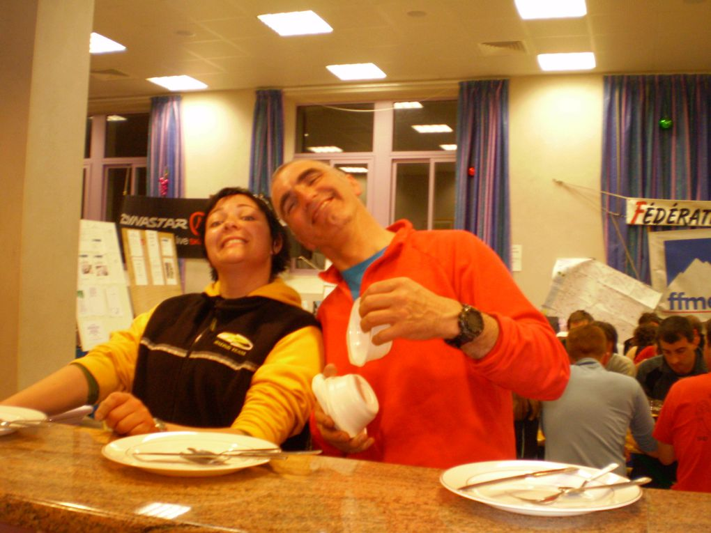 7 et 8 mars 2009 à Gèdre avec Jean-Luc, Cyril, Mélo et Véro. Dans une ambiance chaleureuse et avec des activités au goût de tout le monde: rando raquettes, ski de rando, escalade sur cascade de glace, et biensûr pour les plus courageux canyon!