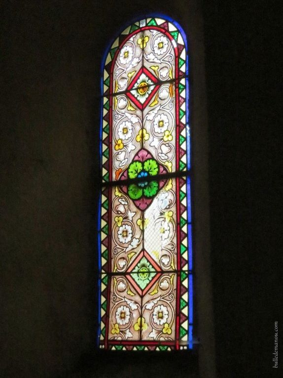 Les vitraux (cliquer sur les flèches pour actionner le diaporama)