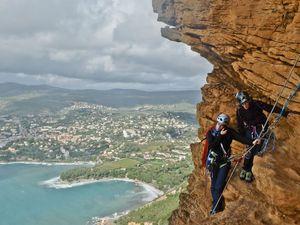 Week-end gris et pluvieux, un petit tour  à Cap Canaille dans Ouvreur de Bouse et d'au Milieu de Nul Part. Marche limité à 50 mètres et deux grands rappels...