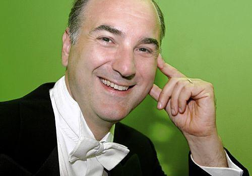michele pertusi, un chanteur d'opéra italien basse et baryton-basse qui a suivi l'enseignement de carlo bergonzi