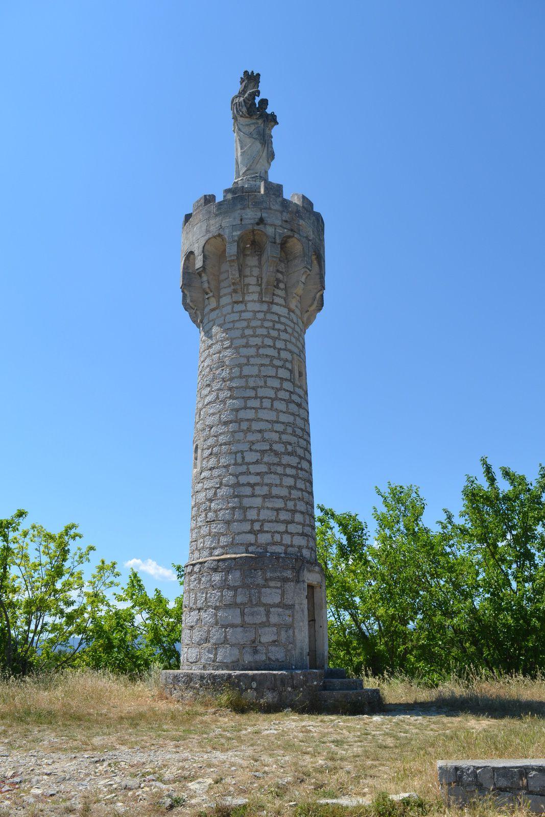Les ouvriers qui travaillèrent à la construction de la tour s'appelaient Dupland, père et fils.
