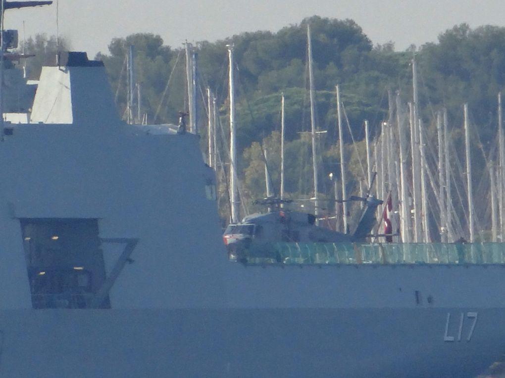 ESBERN SNARE  L17 , navire de soutien et de commandement multi-missions de la marine royale danoise à Toulon le 27 septembre 2017
