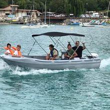 Saint André les Alpes : L'équipe de foot est menée en bateau...