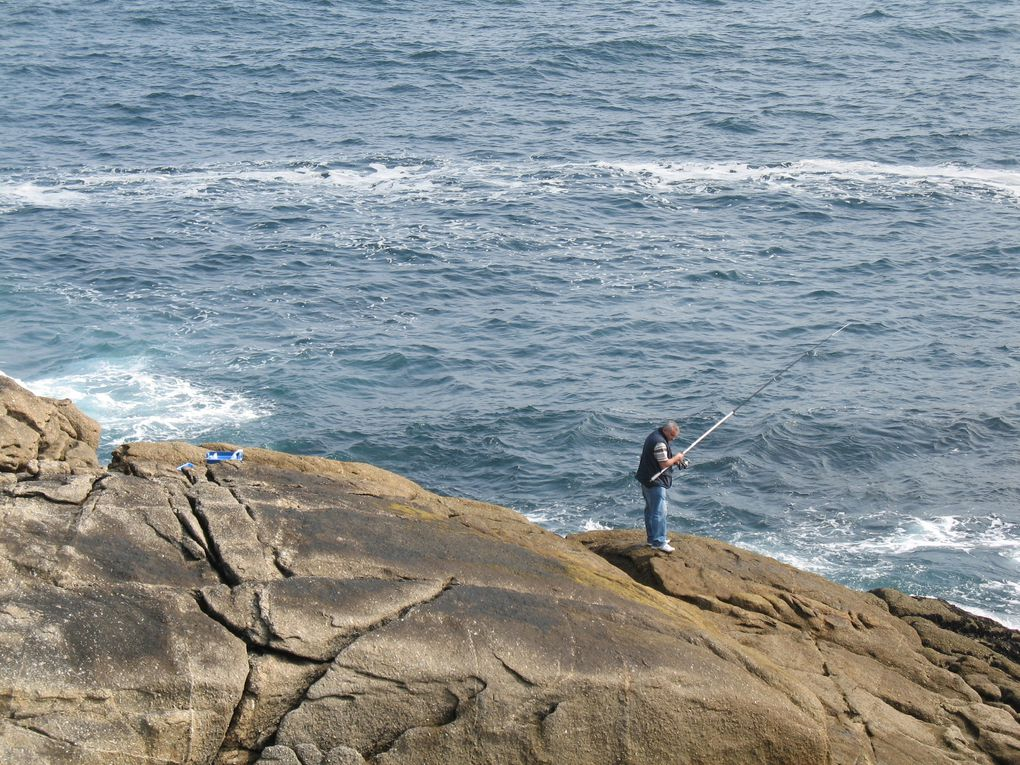 La Coruña est une ville qui se prête particulièrement bien à la pêche, notamment depuis les rochers qui se trouvent le plus souvent à un jet de pierres du Paseo Maritimo, voire même, pour certains, à proximité du centre de la ville.
