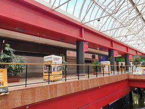 jamais vu un Auchan aussi plein ... un indice ? Les files d'attentes en caisse. Côté annonces ELectro Dépot dans le Auchan peu, une grosse com dans le centre commercial mais cela ne pourra pas durer.