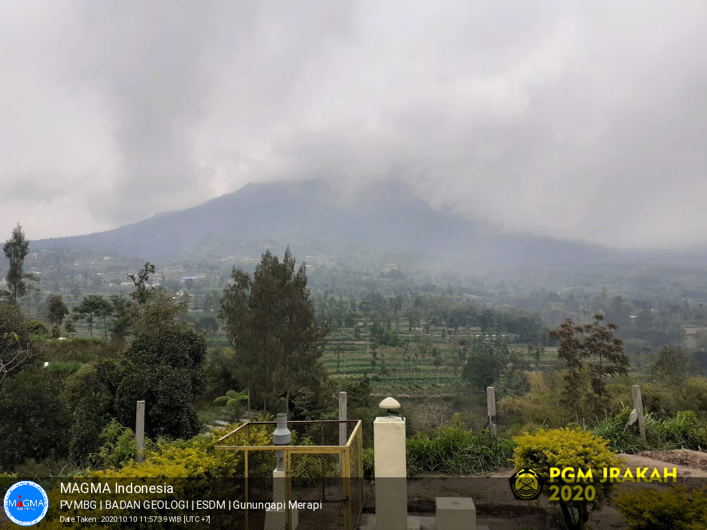 Merapi - under the clouds 10.10.2020 / 11.57 am WIB- Webcam PVMBG