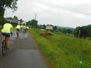 Enfin Lanrivain ! A l'entrée de la forêt de Loudéac après Saint-Potan ; Saint-Sauveur-le-Haut, à 4 kilomètres de l'arrivée.